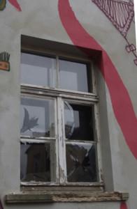 Zerstörtes_Fenster_1